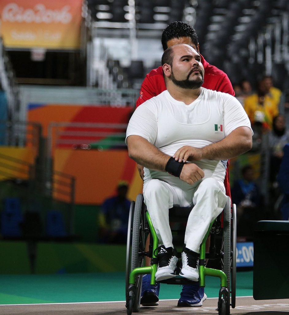 José Luis Castillo logra bronce en pesas de -97 kg